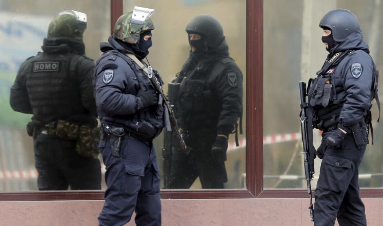 الحرس الوطني الروسي قوة أمنية أنشأها بوتين قبل عام ونصف العام وتضم قرابة 450 ألف عنصر من القوات الخاصة (رويترز)