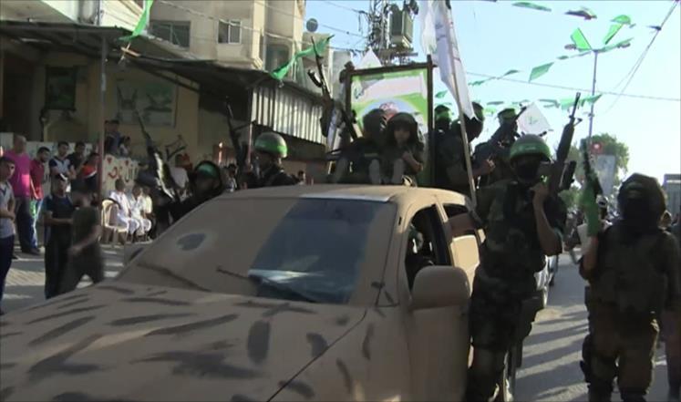 استعراض سابق بغزة لكتائب القسام الجناح العسكري لحركة حماس (الجزيرة)