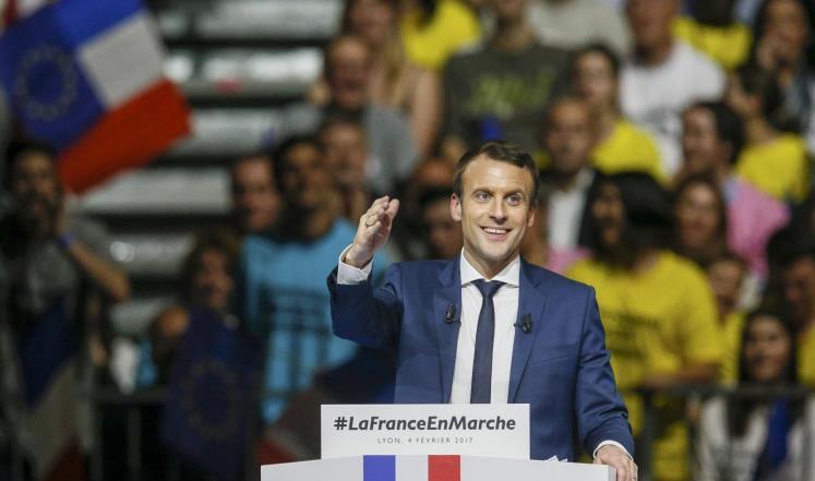 ماكرون خلال كلمة انتخابية بمدينة ليون الفرنسية (رويترز)