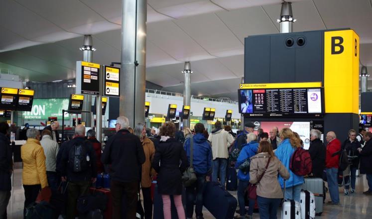 انضمت بريطانيا الى الولايات المتحدة في حظر الحواسيب المحمولة واللوحية على رحلات 14 شركة طيران تسير رحلات إلى بريطانيا من خمس دول عربية وتركيا، بينما أفاد وزارة النقل الكندية أنها تدرس إمكانية الحظر.