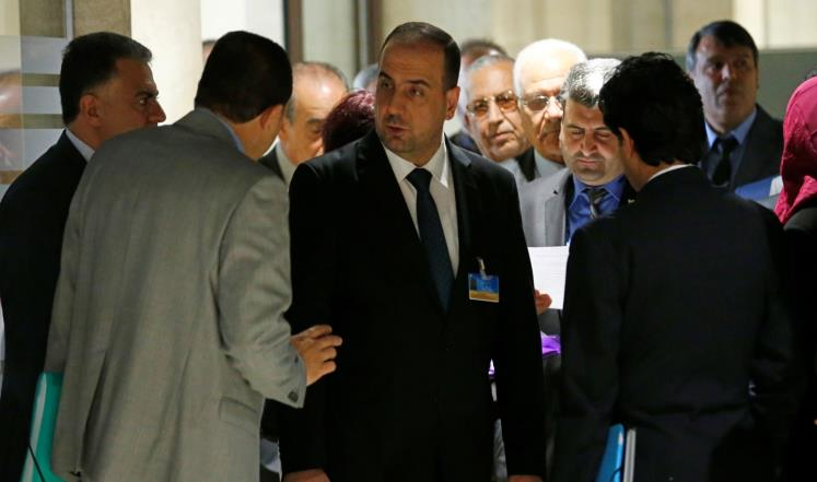 وفد المعارضة السورية بجنيف يصر على أولوية بحث الحكم والانتقال السياسي في سوريا (رويترز)