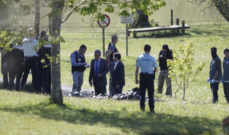 منظمة إيتا الإسبانية, مخابئ أسلحة في فرنسا