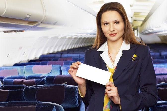 مضيفة على متن الطائرة