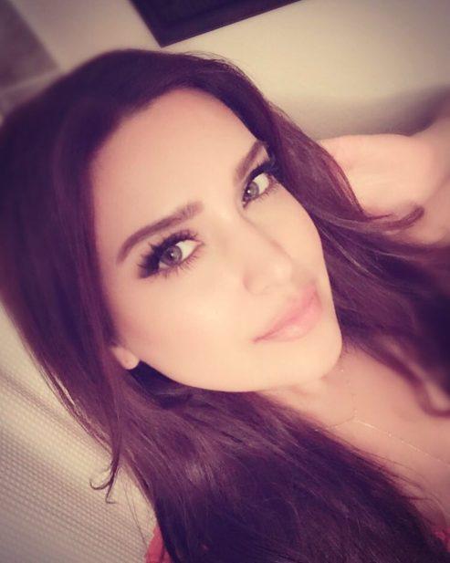 نتيجة بحث الصور عن مغنية البوب المسلمة مزدة جمال زاده