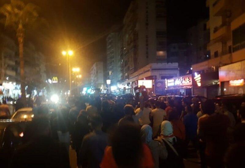جرحى في تدافع بين المحتجين والقوى الأمنية أمام المصرف المركزي في صيدا