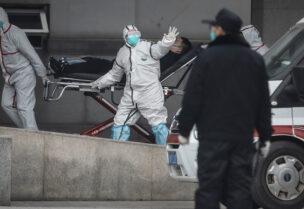 نقل أحد المصابين بفيروس كورونا في الصين