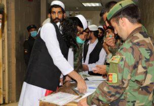 الحكومة الافغانية تفرج عن مئات الأسرى من طالبان