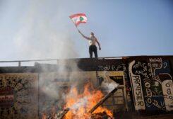 الأزمة الاقتصادية اللبنانية تنفجر مهددة عقوداً من الازدهار