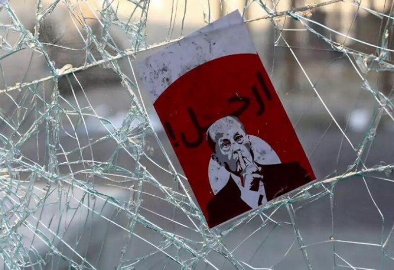 مطالبات تدعو إلى رحيل ميشال عون