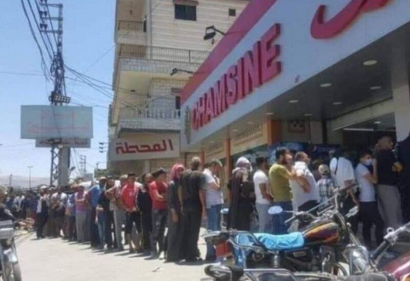 طوابير اللبنانيين امام الافران