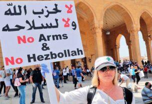 صورة من ثورة لبنان تطالب بسحب سلاح حزب الله - وسط بيروت