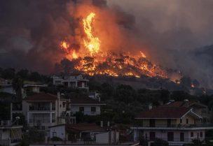 حريق في كورينثوس اليونانية