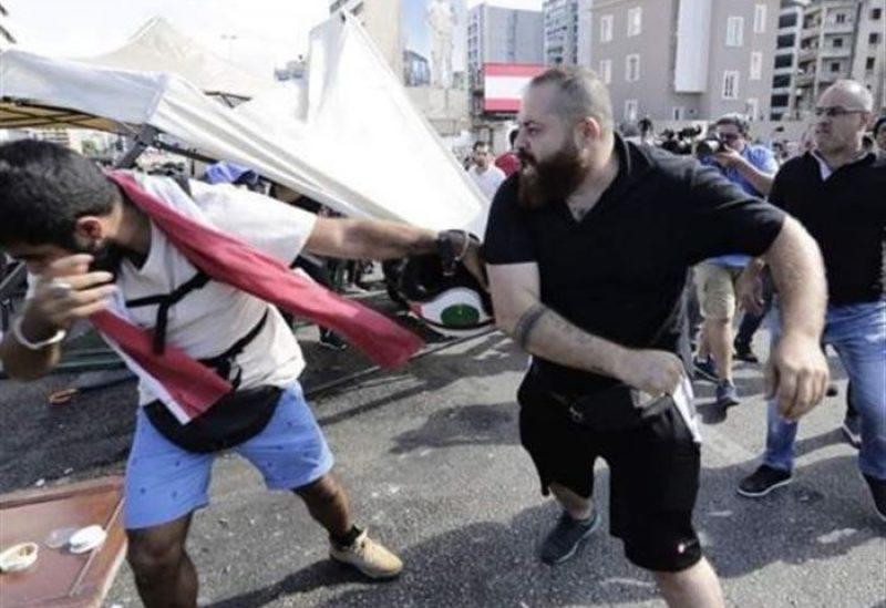 ضرب الثوار في ساحة الشهداء