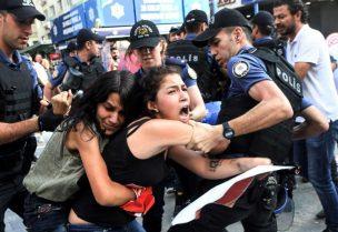 اعتداء الأمن على فتيات تركيات - أرشيفية