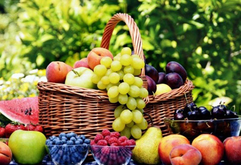 ليس كل أنواع الفاكهة يمكن تناولها على معدة فارغة صباحا.