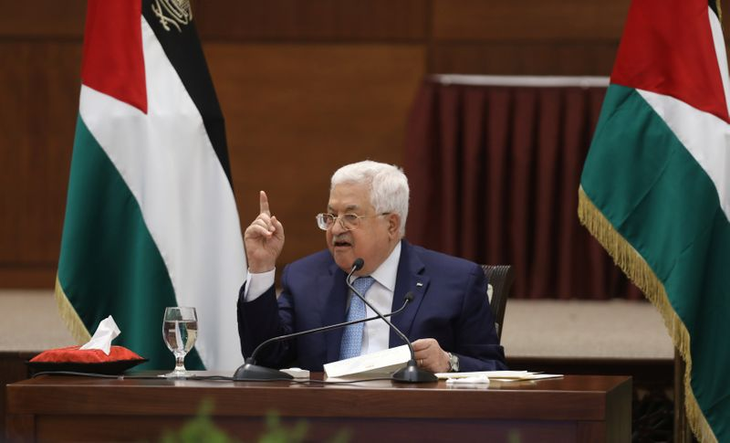 عباس ثمن مساعي بايدن لحشد الدعم الدولي اللازم لإعادة إعمار قطاع غزة