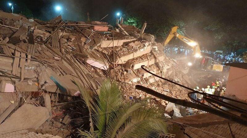 انهيار مبنى سكني في الهند