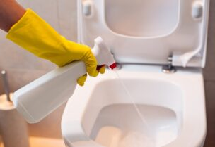 دراسات تحذر من انتقال عدوى كورونا من خلال الحمامات العامة