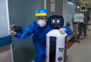 روبوت لدعم مرضى كورونا نفسيا