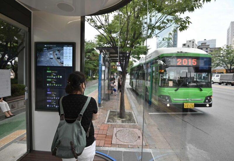 موقف حافلات ذكي لكبح كورونا في كوريا الجنوبية