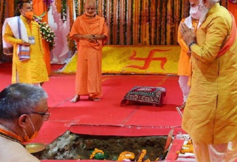 رئيس وزراء الهند يتحدى المسلمين ويضع حجر أساس معبد هندوسي