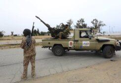 حفتر يضع شروطاً لإعادة فتح المنشآت النفطيّة الليبيّة