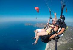 مسنة بريطانية تقفز بالمظلة من ارتفاع 1700 متر
