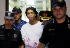 رونالدينو خلال اعتقاله في البارغواي