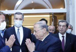 ماكرون مع الرئيس عون ومصطفى أديب