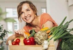 أفضل الأطعمة للنساء بعد سن الأربعين