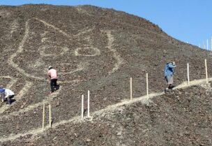 اكتشاف نقش قطة عملاقة في صحراء البيرو
