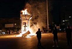 قبضة الثورة في ساحة الشهداء بيروت
