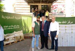 مساعدات غذائية من مركز الملك سلمان لمؤسسات المفتي حسن خالد