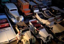 مصري يجمع أكثر من 100 سيارة قديمة