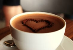 يعتبر مشروب الكاكاو من المشروبات الغنية بمادة الفلافانول