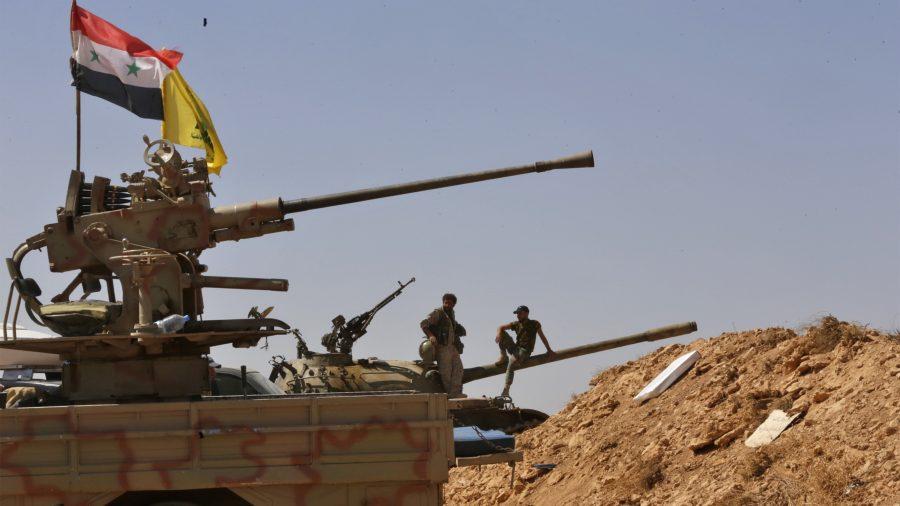 """""""حزب الله"""" يتخذ المواطنين السوريين كـ """"رهائن"""""""