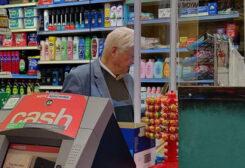 والد رئيس وزراء بريطانيا ينتهك قواعد كورونا