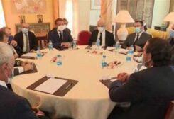 ماكرون في اجتماع مع السياسيين اللبنانيين