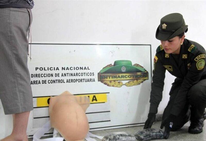 بالفيديو..عصابة تهرب المخدرات بحقنها في صدور النساء