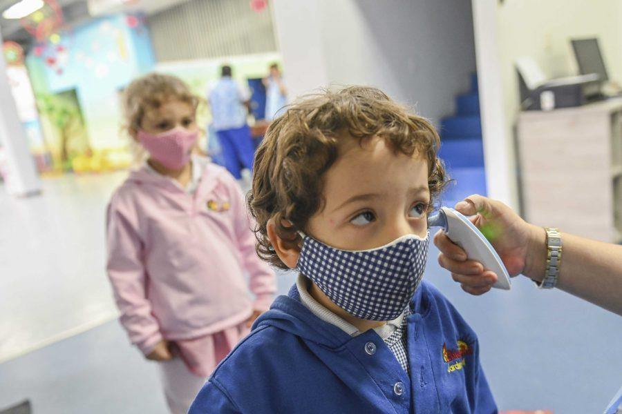 العيش مع الأطفال لا يزيد خطورة الإصابة بكورونا