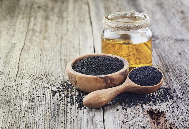 يساعد تناول العسل والحبة السوداء على تخفيف الأعراض