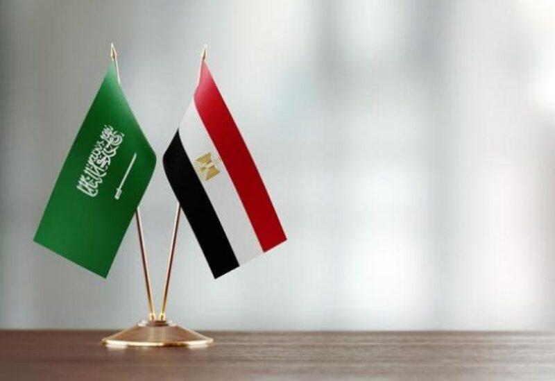 العلم المصري والسعودي