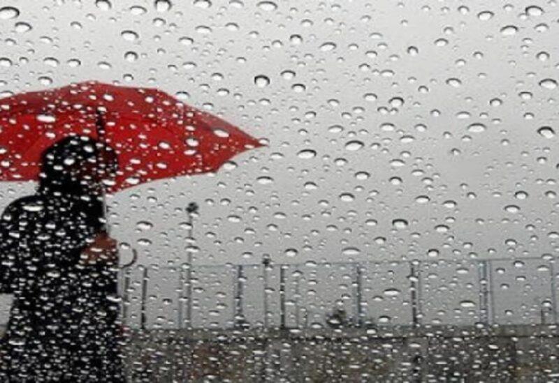 سيدة تحت المطر-تعبيرية