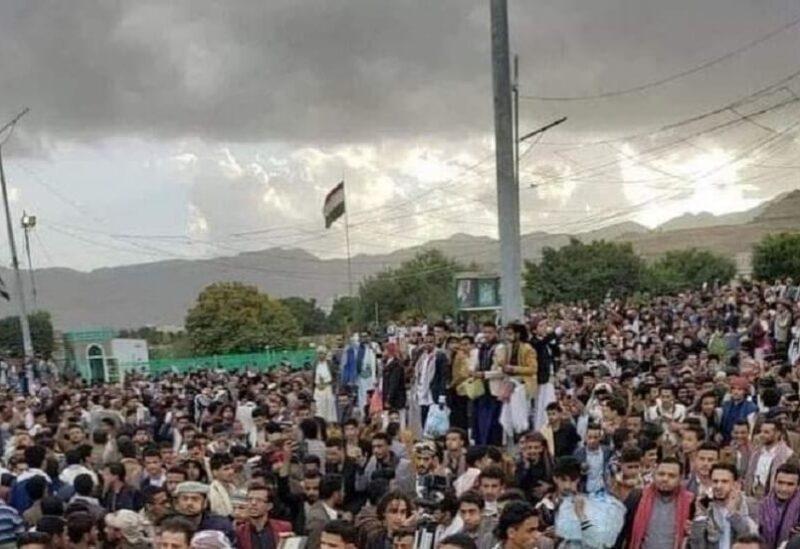 الجماهير التي احتشدت للقاء اليوتيوبر اليمني قبل اعتقاله