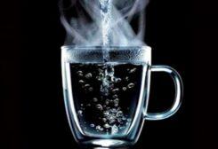 شرب الماء الساخن له فوائد عديدة