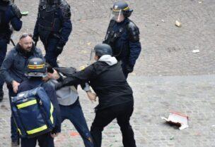عناصر من الشرطة الفرنسية خلال المظاهرات