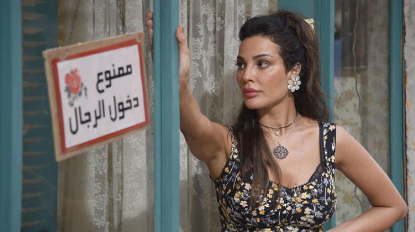 """نادين نسيب نجيم تتحدث عن إصابتها بانفجار المرفأ في """"صالون زهرة"""""""