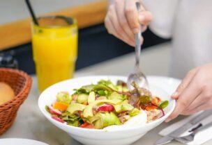 النظام الغذائي المتوازن يساعد في الحفاظ على الصحة